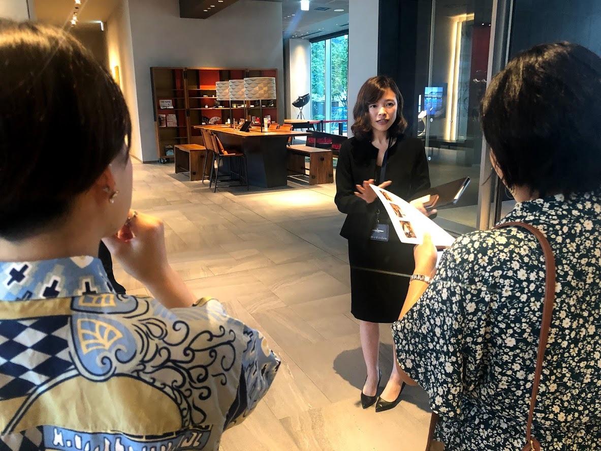 卒業生の青木さんにホテル見学をして頂きました