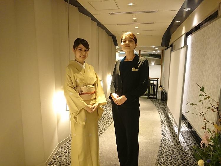 日本料理 千羽鶴 女将 支配人 福井佐也香さん(右)と一緒に