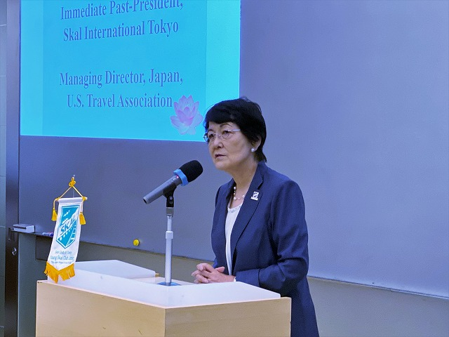 メッセージをおくる井上嘉世子前会長(Immediate Past-President, Skal International Tokyo / Managing Director, Japan, U.S. Travel Association)