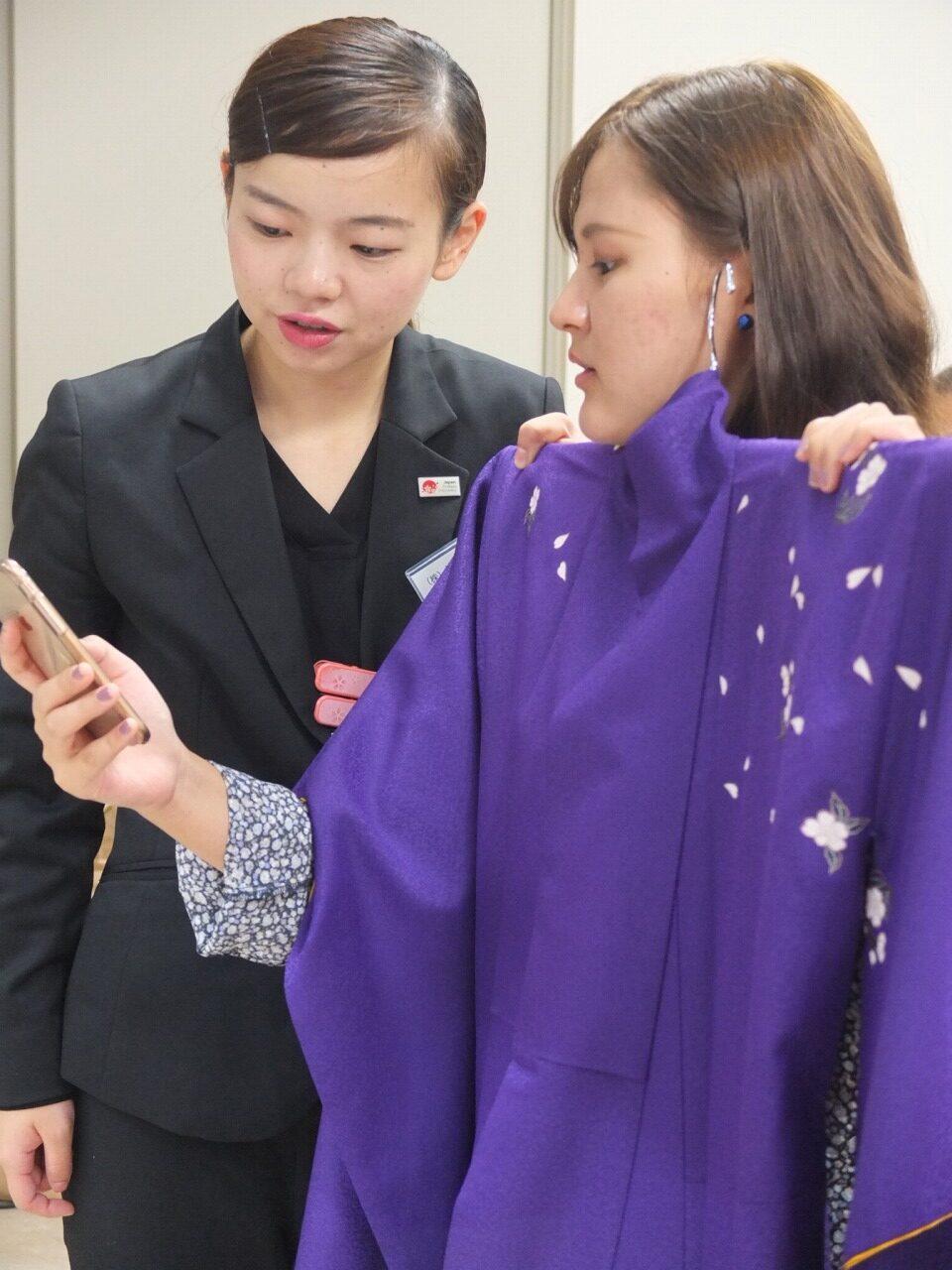 これと似たような色合いの袴はありますか?