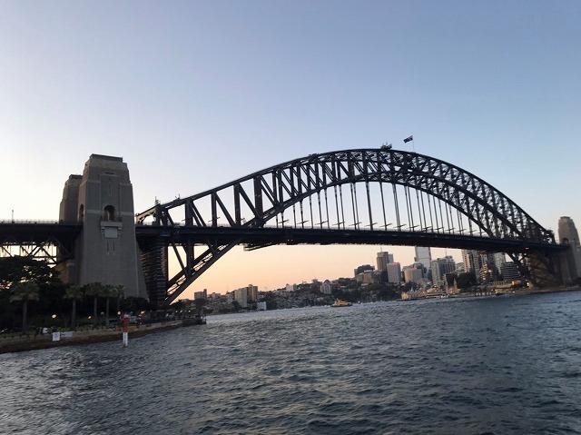 シドニーのランドマークの1つ「ハーバーブリッジ」