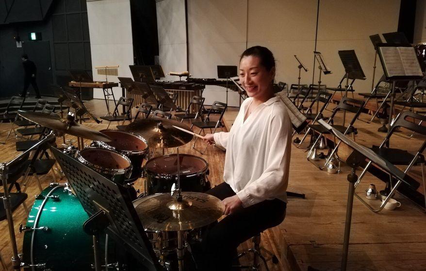 「軽音同好会」ではドラム演奏もします。