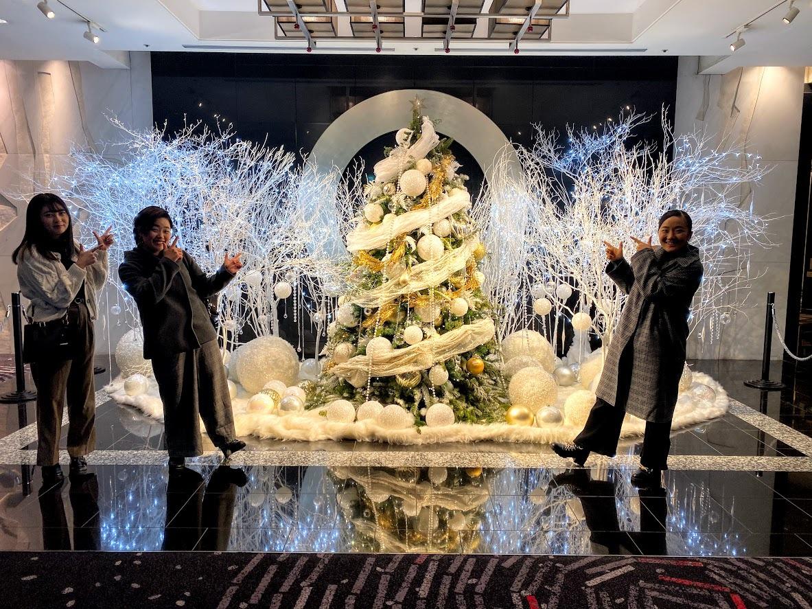 ホテルの至る所にクリスマスツリーがあり、わくわく!