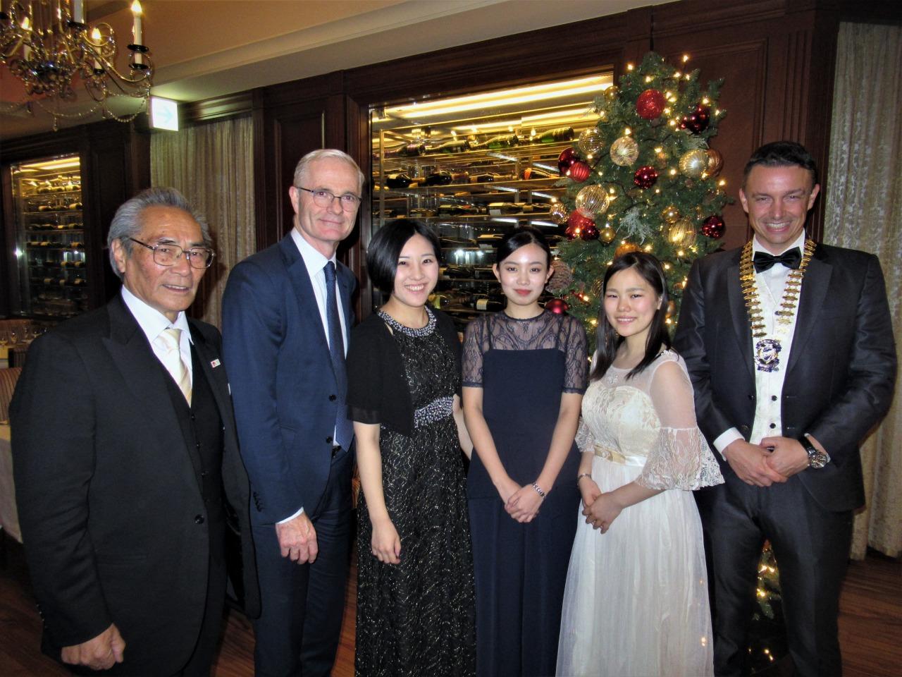 石塚理事長、Mr. Bloomer、中居先生、YSCJ小久保さん、津田さん、Mr. Clerc