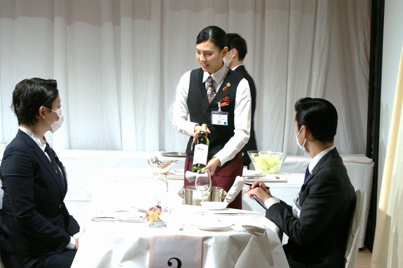 準決勝の課題 白ワインのサービス