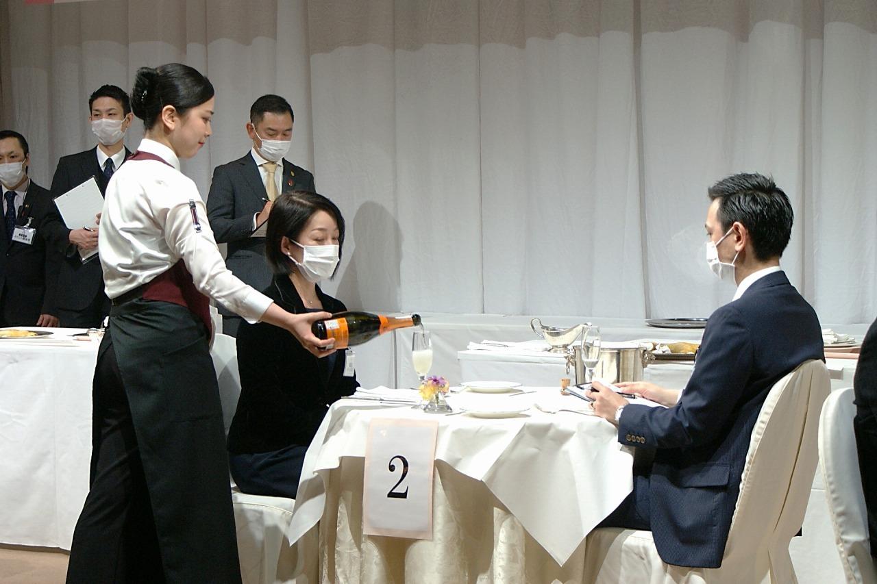 決勝の課題 スパークリングワインのサービス