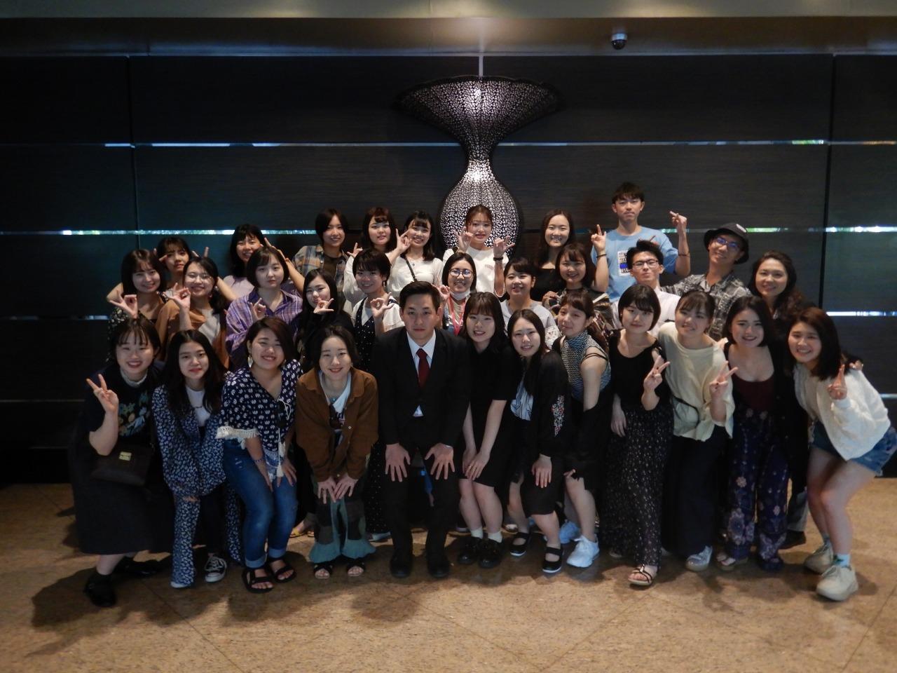 安澤さんと1年Lクラスの学生達