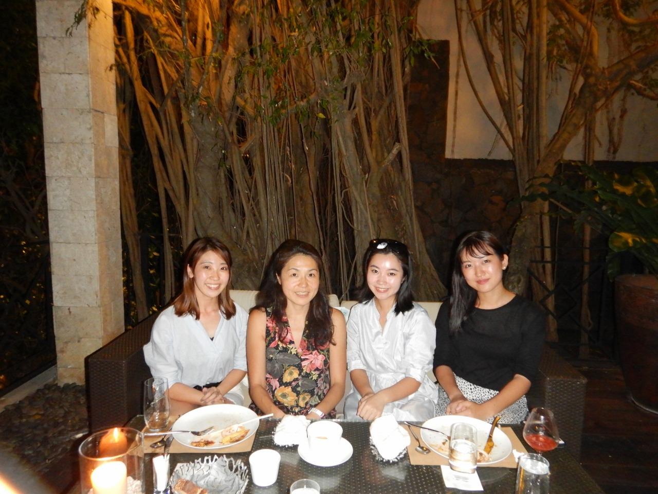 左よりクリムゾンリゾート&スパマクタン勤務大澤栞さん、江口先生、シャングリ・ラマクタンリゾート&スパ勤務雨宮舞さん、吉森レナさん