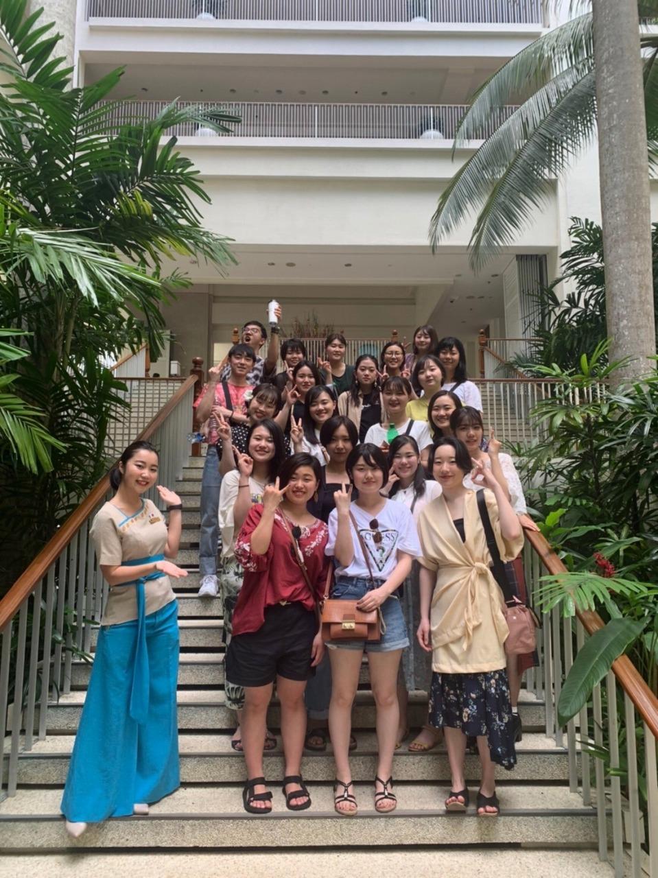 シャングリ・ララサリアリゾートにて:雨宮さんとホテル見学後の1年Lクラスの学生達