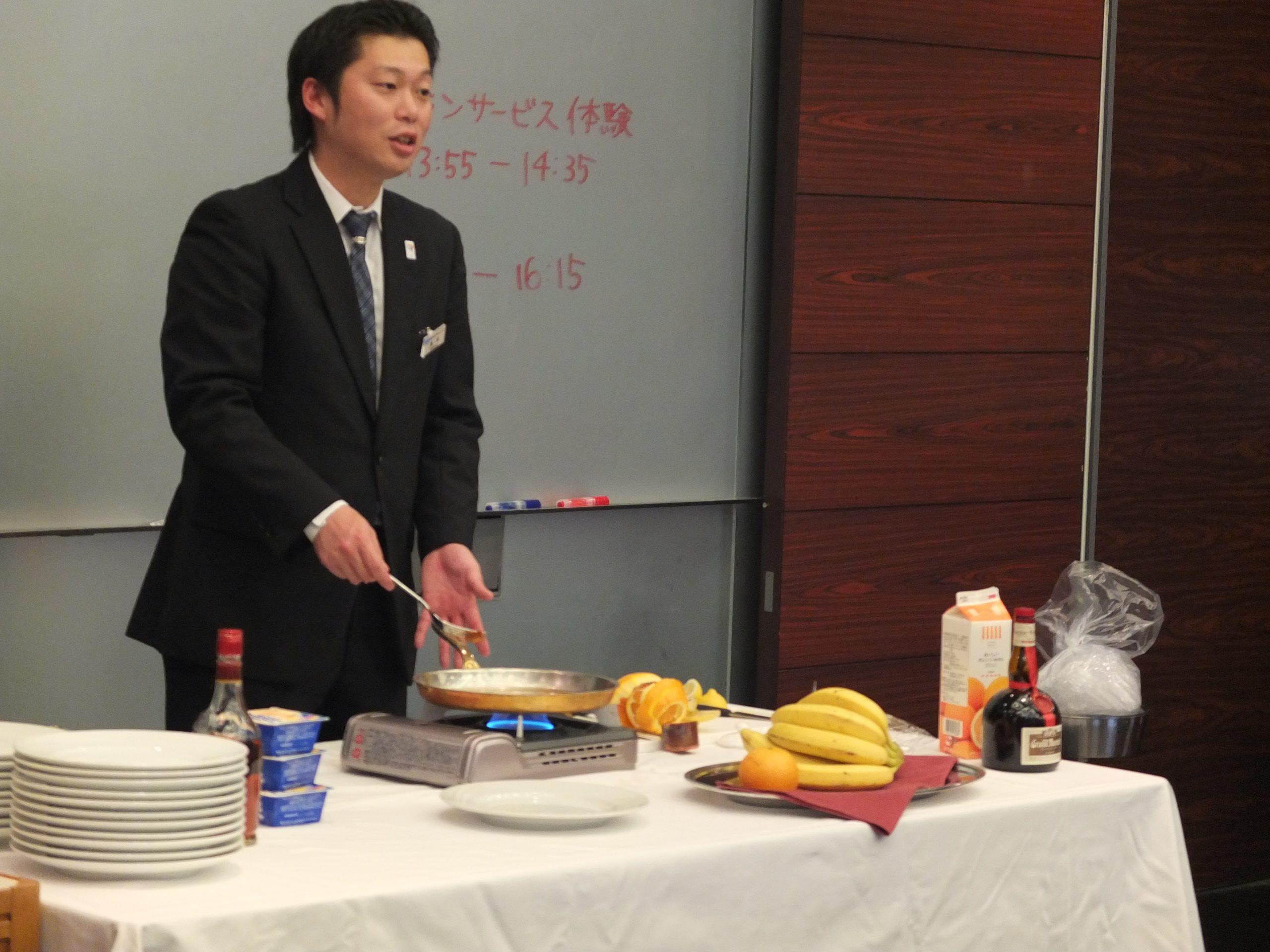 和食の授業のみならず、レストランサービス全般を担当しています
