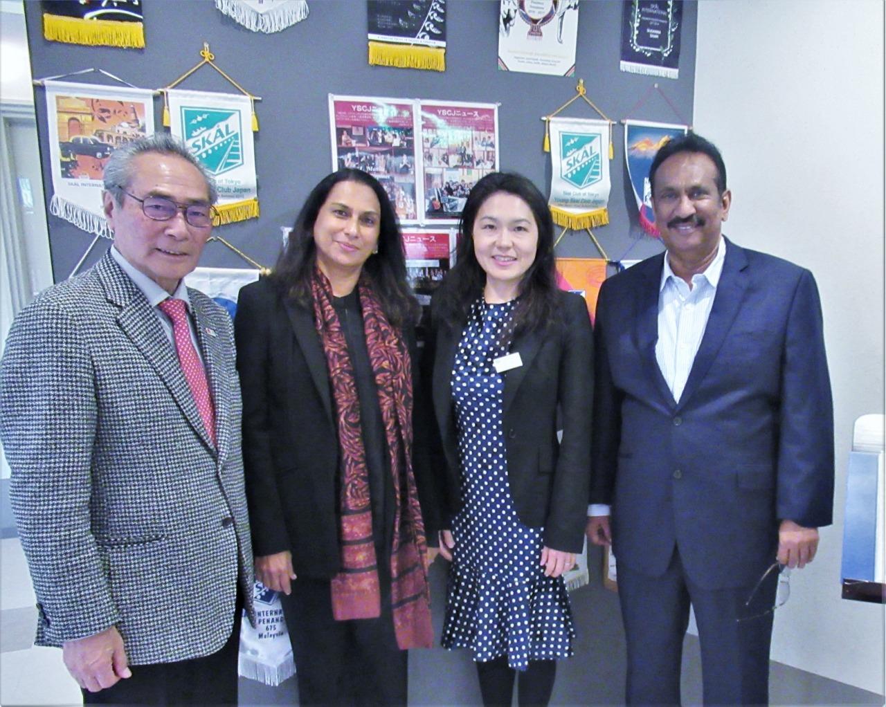 左から石塚 校長・Ms. Shamali De Vaz・江口 先生・Mr. Suraj Dabdeniya