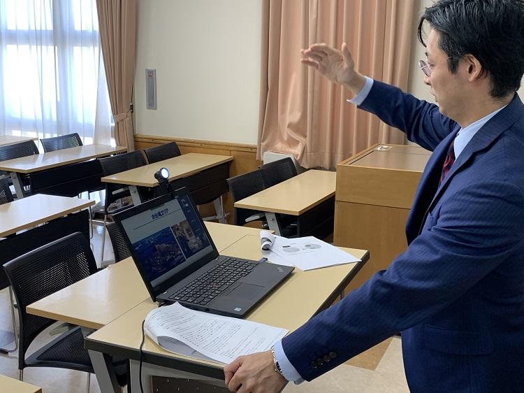 ホテルレクチャーを担当する阿部先生の講義の様子