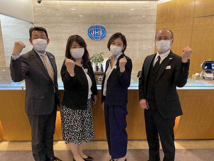 マスクを着用して日常業務も行っています