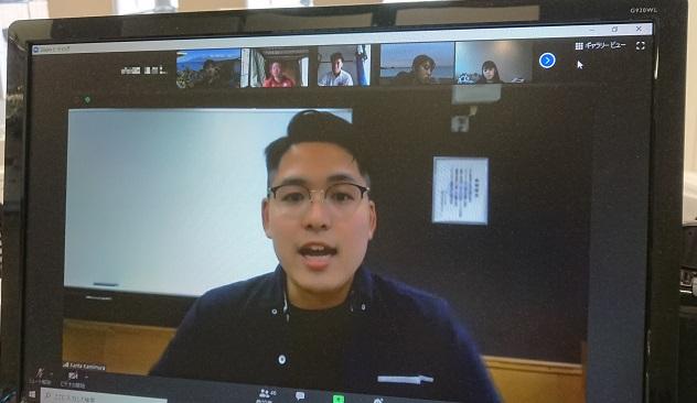 昼間部英語専攻科1年生の「コミュニケーションアワー」で体験談を後輩に伝えました