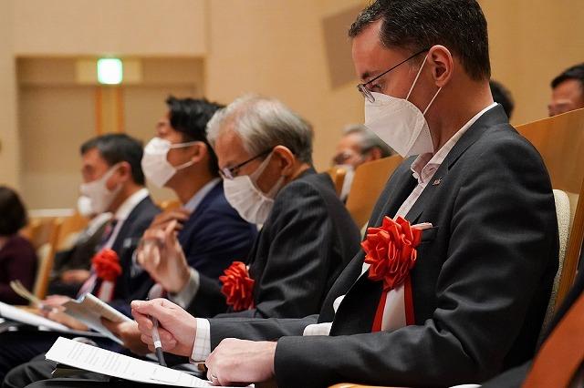 日本語部門、英語部門を審査