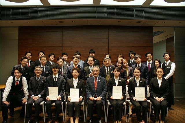 結果発表後に各グループ代表者と記念撮影