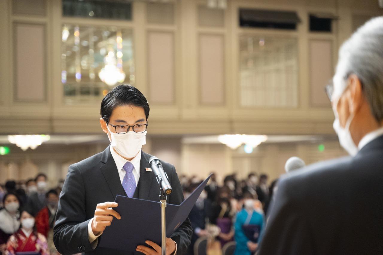 外国人留学生を代表して答辞をする金 東勲さん(大韓民国出身)