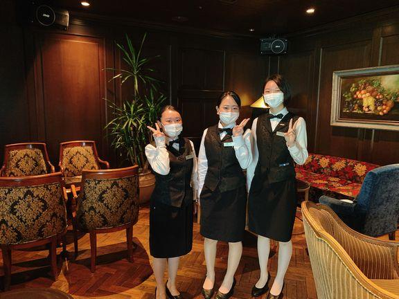 イタリアンレストラン「ルッチコーレ」で勤務の学生たち(エクシブ山中湖)