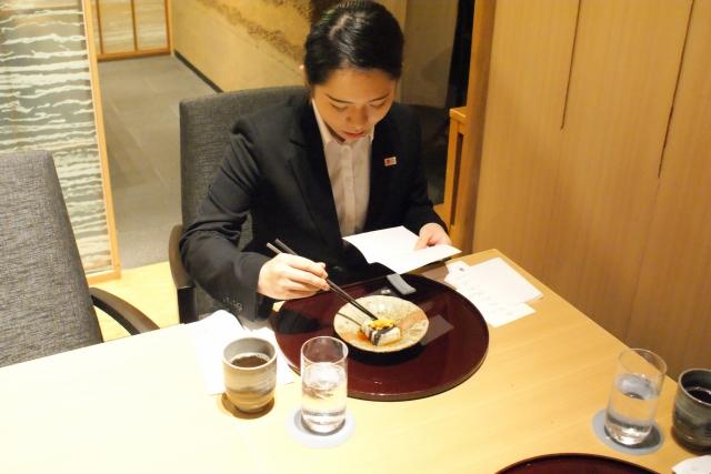 懐紙を使って和食のテーブルマナー